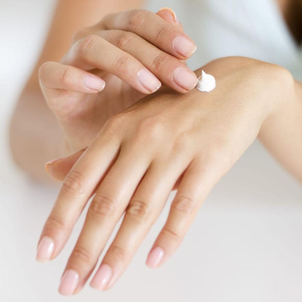1-aimaproject-agenzia-di-comunicazione-farmacia-giardino-coldrerio-dermocosmesi-background-cosmetics-woman